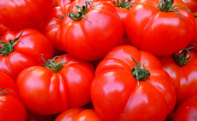 17 Astonishing Beauty Benefits Of Tomatoes For Skin And Hair