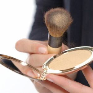 15 Best Compact Powders Available In India (2018)