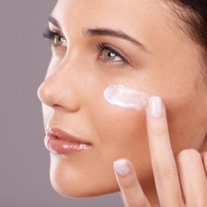 Top 10 Face Creams and Moisturizers Available In India Under INR 1500 (2018)