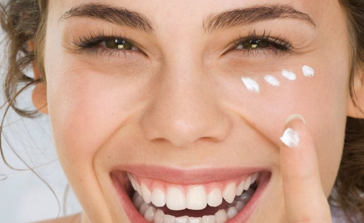 Top 10 Eye Creams Available In India (2019)