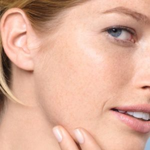 Top 5 Face Washes For Dry Skin Available In India